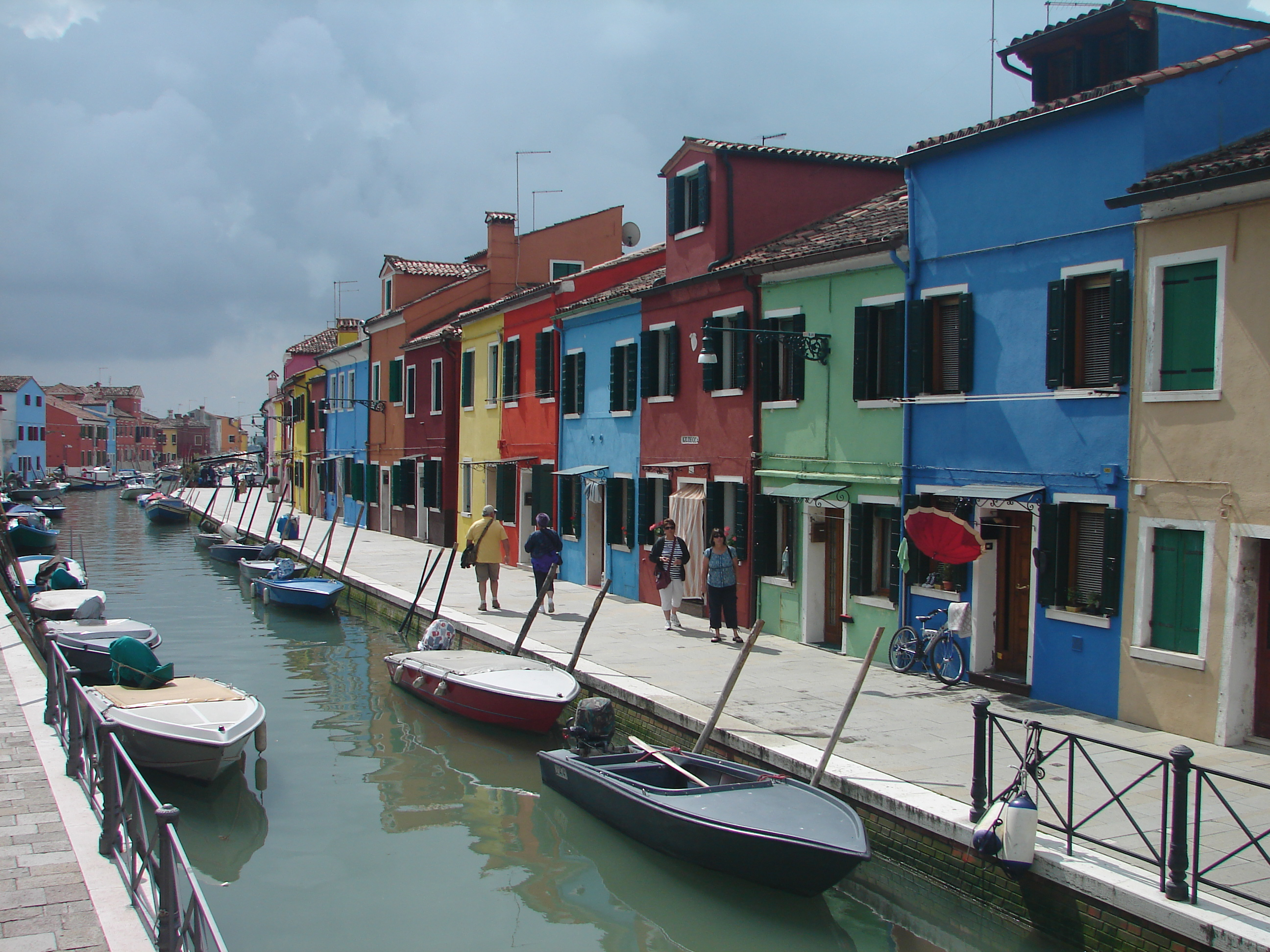 cruises_etc_burano_italy_colorful_houses